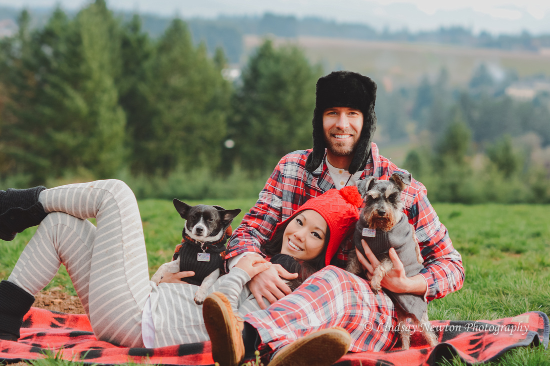 Christmas themed family photo session with fur babies at Joryville Park in Salem, Oregon