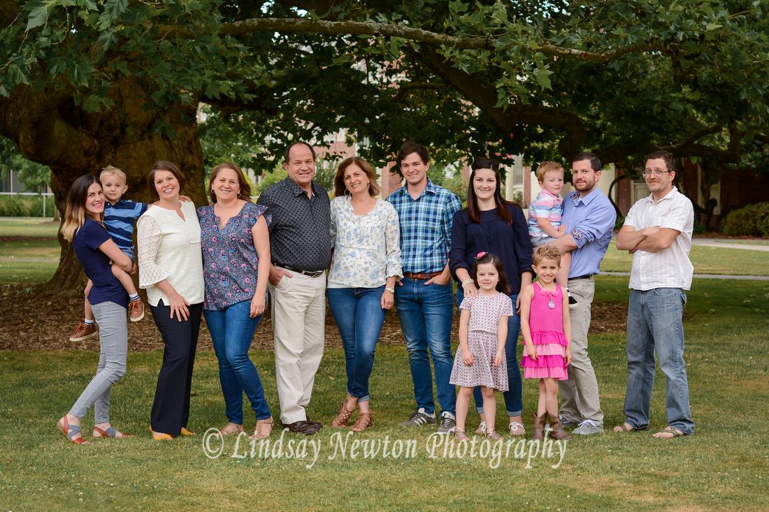 Extended family session at Willamette University in Salem, Oregon