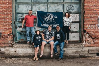 Urban family photo in Salem, Oregon