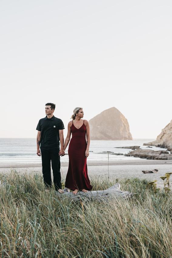Engagement session on the Oregon Coast