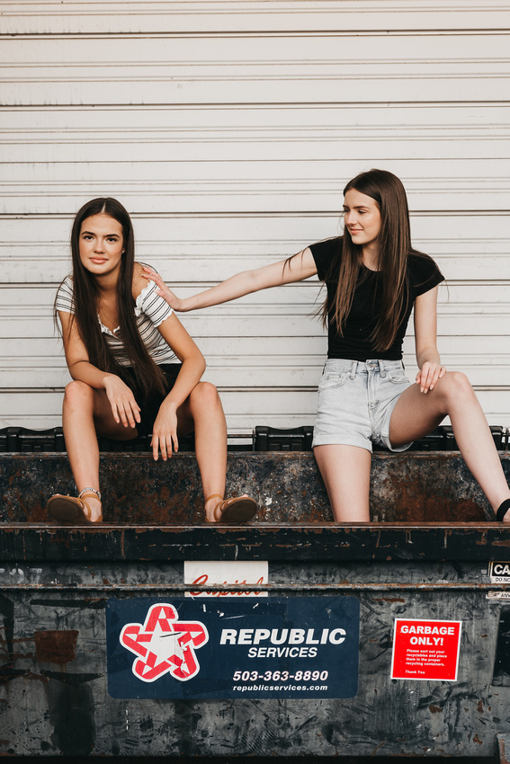 Urban best friend session in downtown Salem, Oregon | best friends, senior session, high school graduation, cap and gown photo, urban photoshoot, urban photo session, friend session, friends, best friends